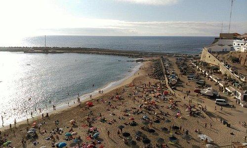 Praia dos pescadores em agosto