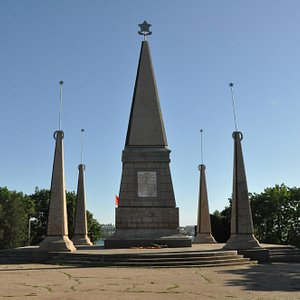 monument-to-the-soldiers.jpg?w=300&h=300&s=1