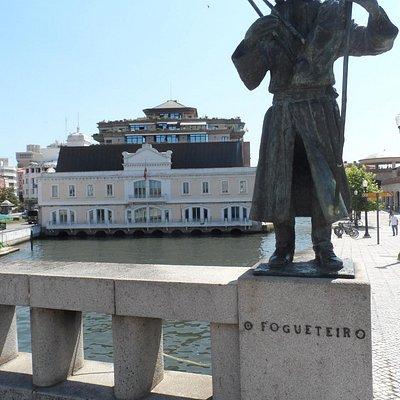 Estátuas da Ponte, O fogueteiro, Aveiro, Portugal   Foto  Cida Werneck