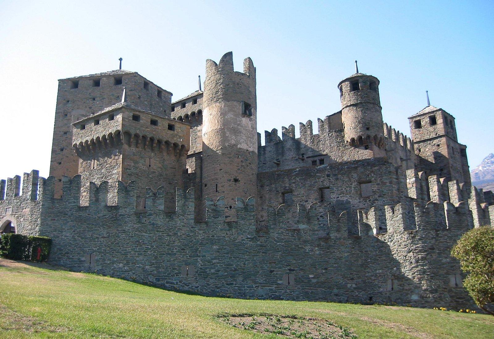 Castle_Fenis