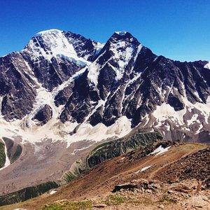 вид на главный Кавказский хребет с вершины