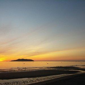 หาด Cua lo ตอนพระอาทิตย์ขึ้น