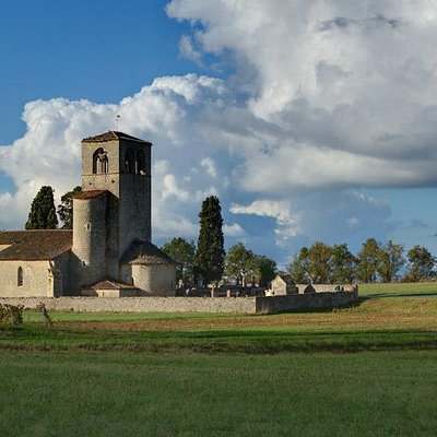 Een kerkje ten midden de wijngaarden
