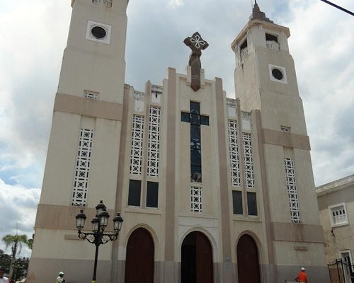Vista frontal de la Catedral de San Felipe Apóstol, Puerto Plata.