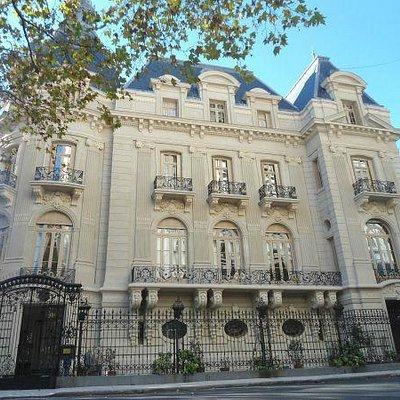 Fachada de la embajada de francia
