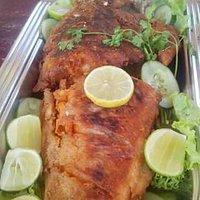 O peixe frito na hora é muito bom!