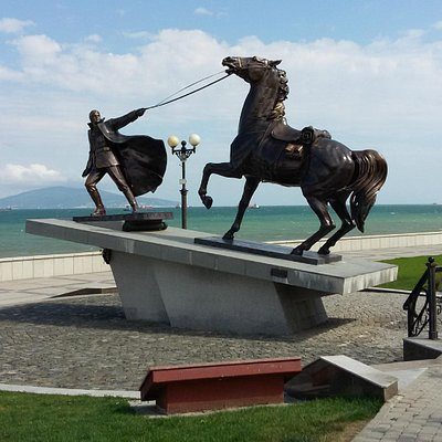 Exodus Monument: Officer and his war horse. Novorossiysk, Russia