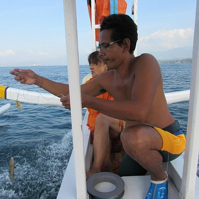 Fishing with Paleng on the way to Blue Lagoon