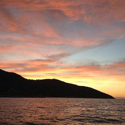 Un tramonto prima dell'immersione notturna