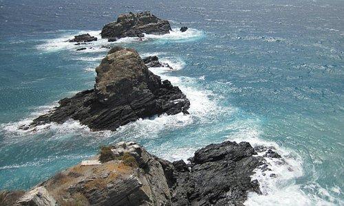 The rugged coast from Penon del Santo (23/Aug/15).
