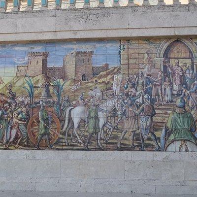 mosaico in maiolica rappresentante la conduzione della campana di Altavilla a Caltagirone
