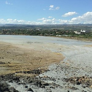 panoramica del sito con le bocche dei vulcanetti in eruzione
