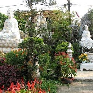 Chua Phap Bao Pagoda-3