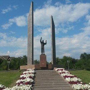 Памятник Ю.А.Гагарину в Национальной деревне