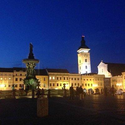 Центральная площадь и фонтан Самсон