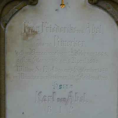 mittlerer Grabstein