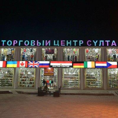 Торговый центр вечером