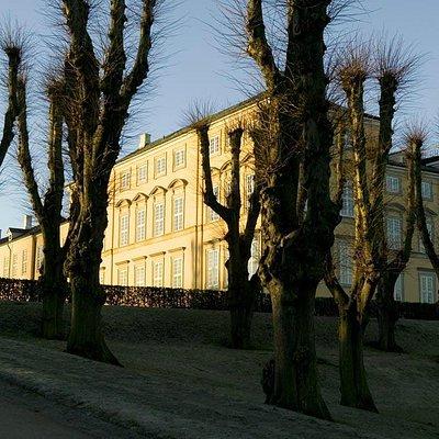 Slottes østlige fløj en kold november morgen. Foto Axel Vermehren