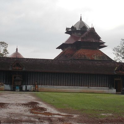 Long shot of Temple-Irattayappan on the left and Madathiappan on the right