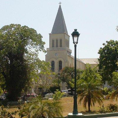 Église St-Pierre vue de la Place St-Pierre