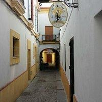 Fábrica de cerveza artesanal La Jerezana entrada Calle Gibraleón