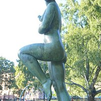 The dancing girl (Väinö Richard Rautalin, 1950, bronze)