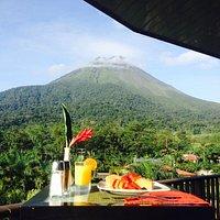 esta foto es del desayuno que me lo montaron en una terraza