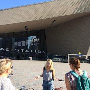 """Start der Radtour mit """"Better By Bike"""" vor Rotterdam Centraal"""