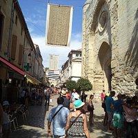 La via principale, dalla piazza all'ingresso Mura