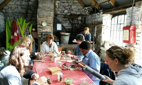 a busy Pottery class!