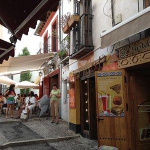 At the top, Plaza San Gregorio, aromatherapy shop and tea shop