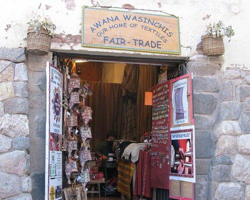 Outside the shop--Awana Wasinchis Fair Trade