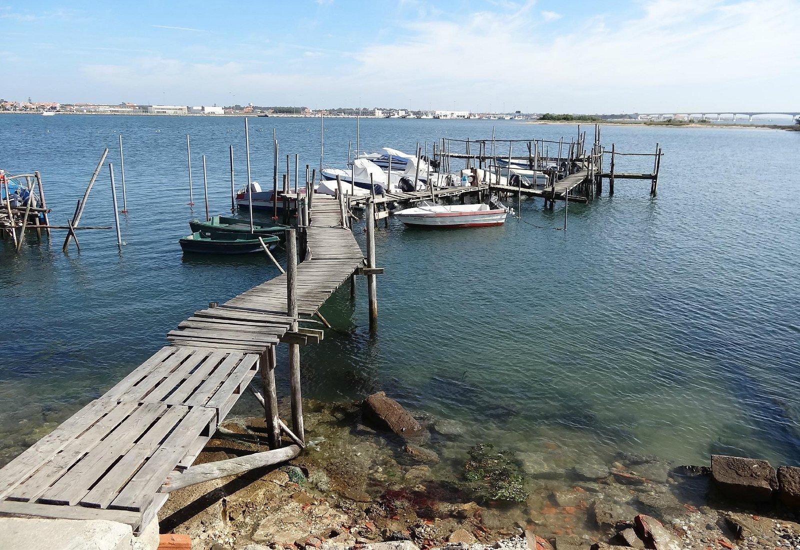 petit port au bout de la presqu'île coté lagune