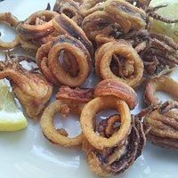 Fritto di calamari e ciuffetti