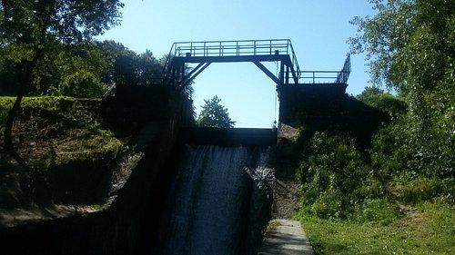 Мост-плотина на реке Стрелке