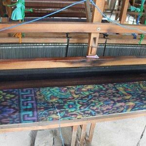 Tenun ikat tradisional Bali