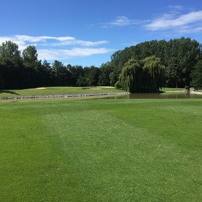 Great approach to another exceptional green, loads of water!