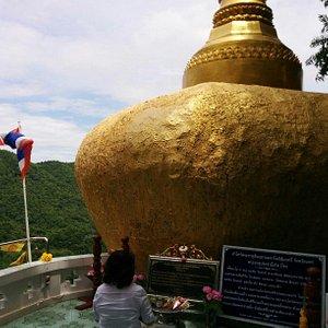 山奥にある寺院。 近くまで車で行けるので、気軽に観光できます。