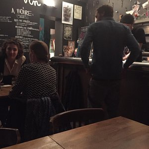 Great neighbourhood wine bar with very knowledgable staff. Lots of wine and also a good menu