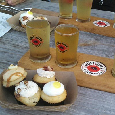 Special event pairing cider with Smallcakes cupcakes