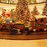 Торговый центр в новогоднем убранстве