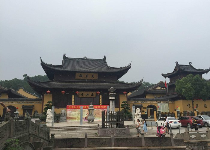 New built temple on the foot of Xishan (West hill)