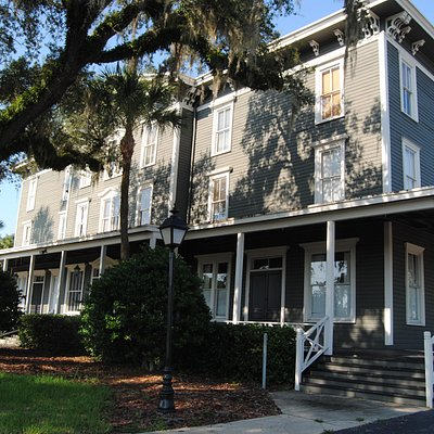 Longwood Inn--a rare classic 19th c wooden hotel