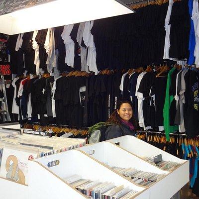 foto interna, camisetas, lps, etc...