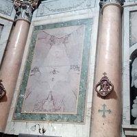 Colonne inserite perimetralmente (scelte dal Borromini) con riempimento con lastre di marmo