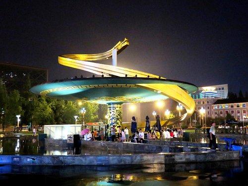 Чэнду. Площадь Тяньфу.