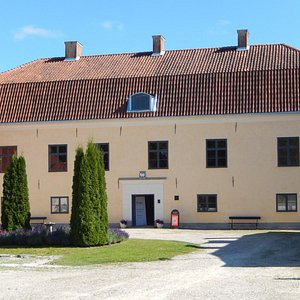 The Roma Manor House