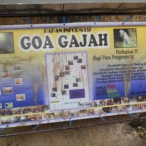 Banner informasi Goa Gajah