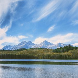 Gorgeous mountains, so much to do, wilderness hikes, beautiful landscape, rafting, hiking, alpin
