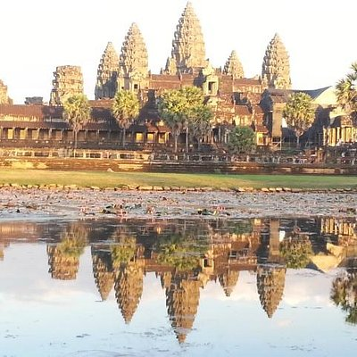 The view of Angkor Wat when the sun is down